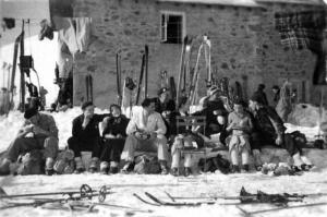 1936-40ChaletOdgSki01W