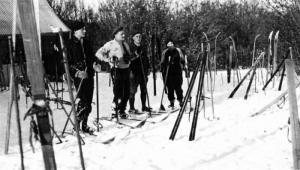 1936-40ChaletOdgSki03W