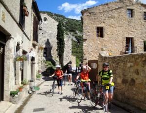 quatreCyclistesVillage0682